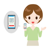 スマートフォンでQRコード決済を紹介する女性。