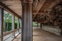 防府天満宮 春風楼の床下の見事な木組み