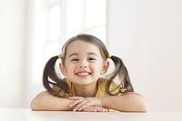 笑顔の小さな女の子