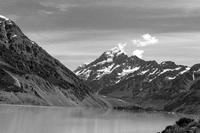 【モノクロ】マウントクック国立公園のフッカー湖