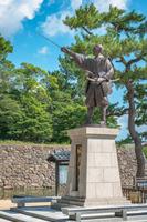 松江城 堀尾吉晴像