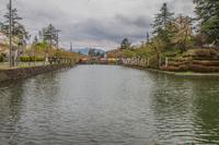 春の米沢城跡の舞鶴橋の風景