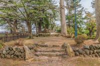 春の米沢城跡の御三階櫓趾の風景