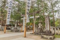 春の米沢城跡の上杉神社の風景