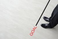 ビジネスイメージ―ゴールラインに立つビジネスマン