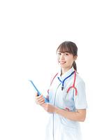 笑顔の若い看護師