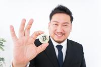 仮想通貨・ビットコインで稼ぐ男性