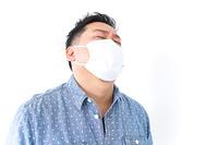 風邪をひいた男性