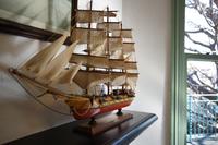 部屋の帆船の模型