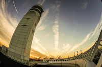 横浜港シンボルタワーの階段と夕景
