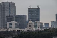 国会議事堂と東京のビル群