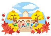 秋の日に幼稚園の前でジャンプする元気な子供