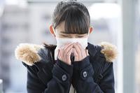 マスクをしている女子校生