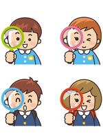 保育園児と小学生が虫眼鏡で覗いている