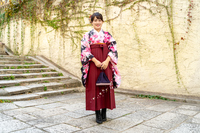 小振袖と袴姿の女性