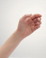 女性の手のポーズ