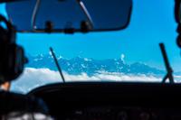 操縦席からのヒマラヤ山脈