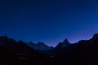 満点の星空とエベレスト山群