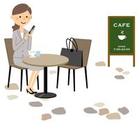 スーツの女性 カフェ 休憩