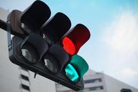 赤色の点灯する信号機
