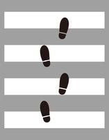 横断歩道と足跡