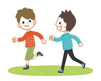 楽しそうに走る男の子たち