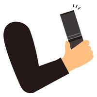 ガラパゴス携帯を手に持つ