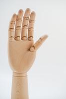 木製のデッサン用の手のイメージ