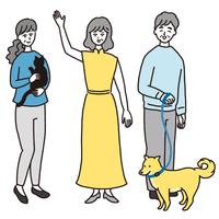 カジュアルな服装の年配の女性と男性 ペット