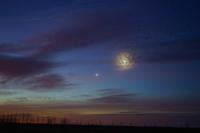 冬のアイスランドの朝焼けのイメージ