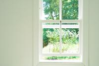 白い部屋の窓(背景素材)