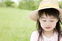麦藁帽子を被った女の子