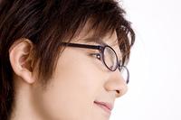 メガネをかけた男性