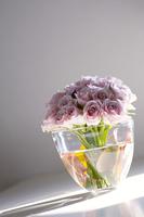 バラと花器