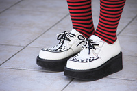 女の子の足