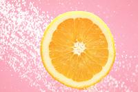 水に跳ねるオレンジ