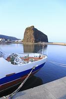 オロンコ岩と観光船