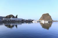 ウトロ港とオロンコ岩