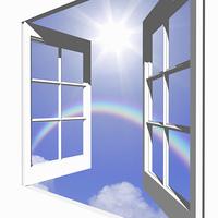 窓から光と雲と虹