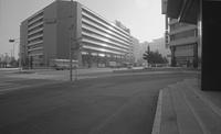 早朝の新宿駅西口