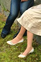 女性二人の足