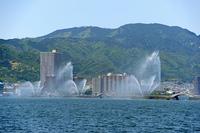 大津港花噴水と比叡山