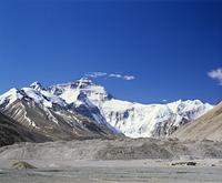 エベレストとキャンプのテント