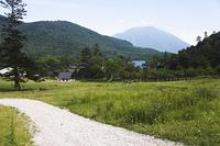 草原の道と湯湖