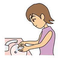 コンタクトレンズを洗う高校生
