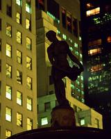 街角の彫像
