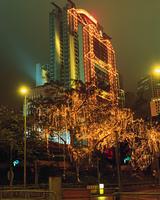 イルミネーションと高層ビル