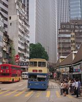 2階建てバスと町並