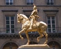 金色のジャンヌダルク像
