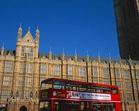 英国議会議事堂と2階建てバス